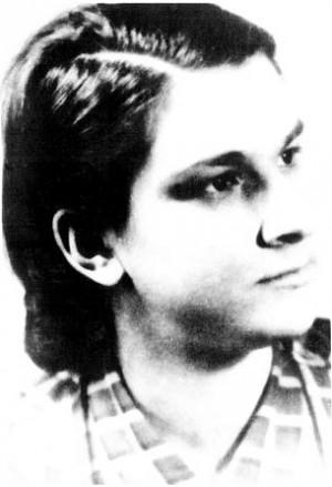 Fotografía de Zorica Latcu en su juventud, al terminar el instituto.
