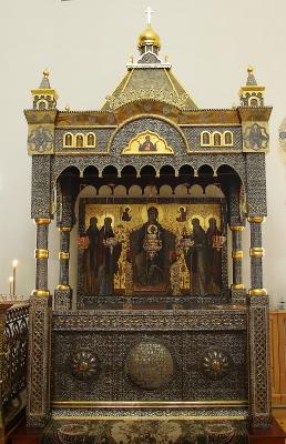 Urna del santo en su monasterio.