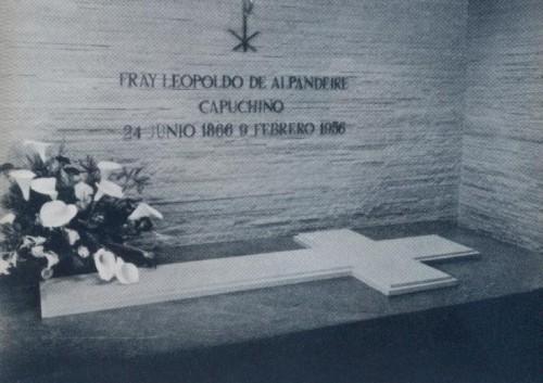 Segunda sepultura del Beato, en la iglesia.