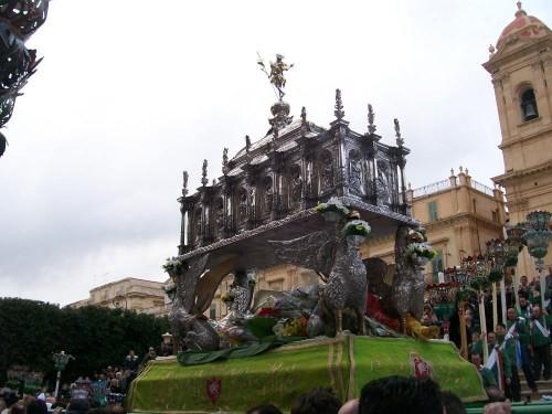 Urna de las reliquias (contiene el cuerpo). Noto (Siracusa), Italia.