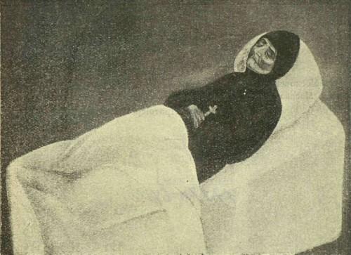 La Santa en su lecho de muerte.