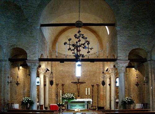 Sepulcro de las Santas (bajo el altar). Iglesia de Santa Fosca, Torcello (Italia).