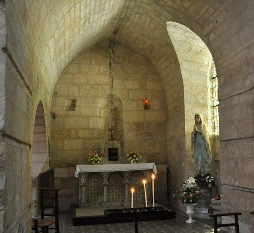 Capilla de la Santa en la iglesia de San Paladio de Saintes, Francia. Las reliquias están enterradas bajo el altar.