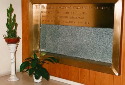 Primitiva tumba del Beato, cuando aún era Venerable.