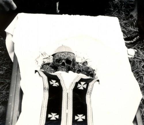 Exhumación de los restos.
