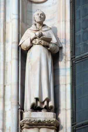 Escultura del Beato con la paleta y los pinceles. Duomo de Santa Maria Nascente, Milán (Italia).