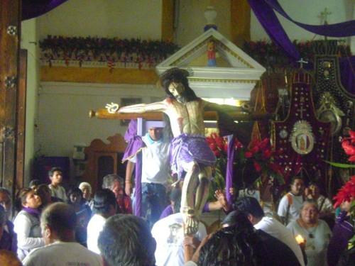 El Cristo Olvidado siendo sacado en procesión en su festividad del IV Viernes de Cuaresma.