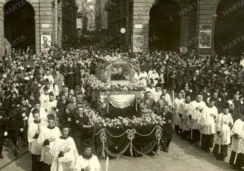 Procesión con las reliquias del Santo.
