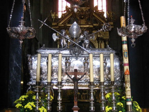 Urna del santo. Catedral Wawel de Cracovia.