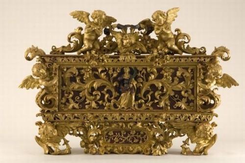 """Urna barroca con las reliquias de Santa Teodora """"de Alejandría"""". Belluno, Italia."""