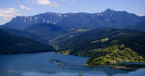 Vista del monte Ceahlau desde su lado oriental.