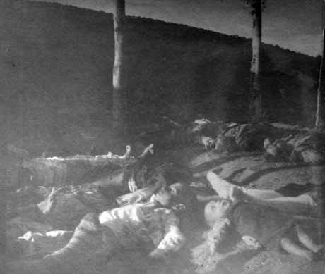 Niño armenios, víctimas de la masacre de Erzerum.