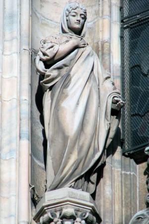 Escultura decimonónica de Santa Valeria, matrona mártir. Duomo di Santa Maria Nascente, Milán (Italia).