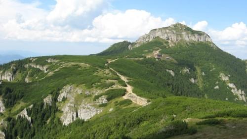 Vista general del monte Ceahlau, Rumanía.