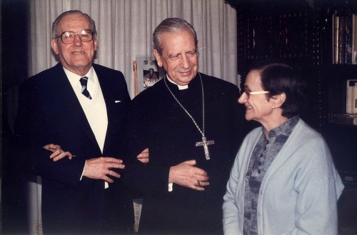 El Beato con Eduardo Ortiz de Landazuri y su esposa Laura Busca. Ambos en proceso de beaticación.