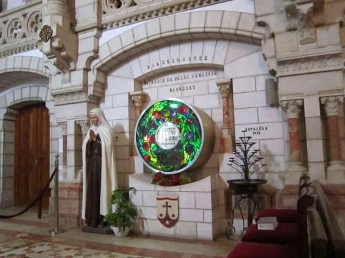 Sepulcro de la Santa en el Carmelo de Belén.