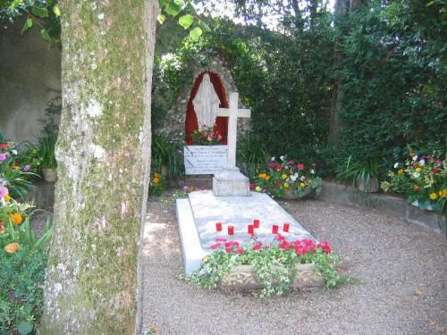 Primera sepultura de la Santa.