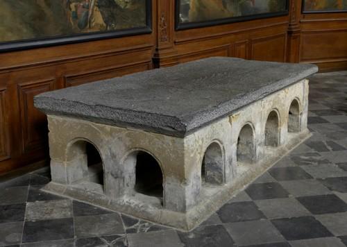 Primitiva tumba -hoy cenotafio- de la Santa. Iglesia de San Dionisio de Vorst, Bélgica.
