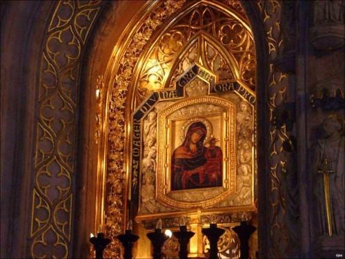 Vista del icono instalado en el altar mayor. Iglesia de San Agustín y Santa Catalina, Valencia (España).