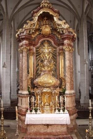 Altar del sepulcro visto de frente. Catedral de Eichstätt, Alemania.