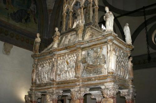 Arca sepulcral del santo en la iglesia de San Eustorgio, en Milán.