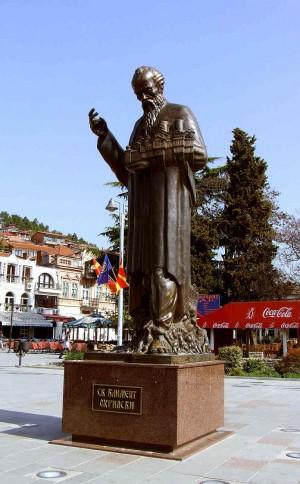 Escultura del santo en la ciudad de Ohrid.