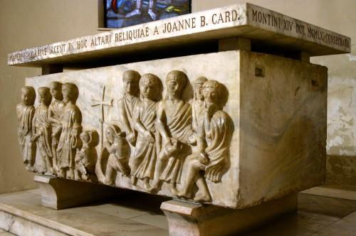 Sarcófago del siglo V que contiene los cuerpos de los santos Nabor, Félix, Materno y Valeria.