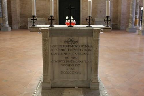 Sepulcro del santo en la basílica San Apolinar in Classe, en Ravenna.