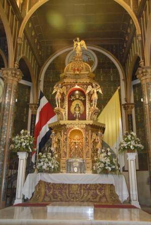 Altar de Nuestra Señora de los Ángeles en su Basílica.