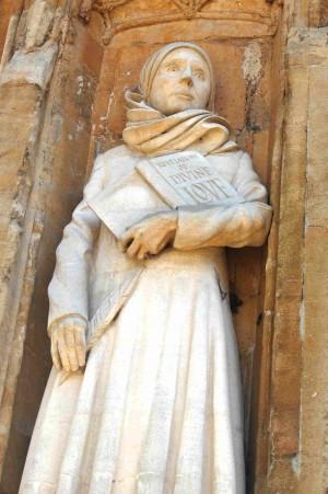 Escultura de la Beata en la catedral de Norwich, Inglaterra.