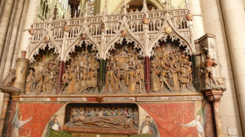 Escenas de la vida del santo en el coro de la catedral de Amiens (Francia).