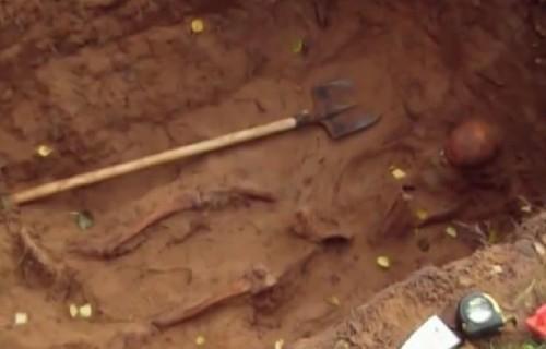 Exhumación de los restos del Santo.