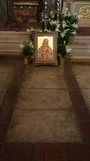Tumba en la Misión del Carmel, Monterrey.