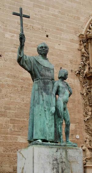Escultura del Santo frente a la iglesia de San Francisco de Asís, Palma de Mallorca (España).