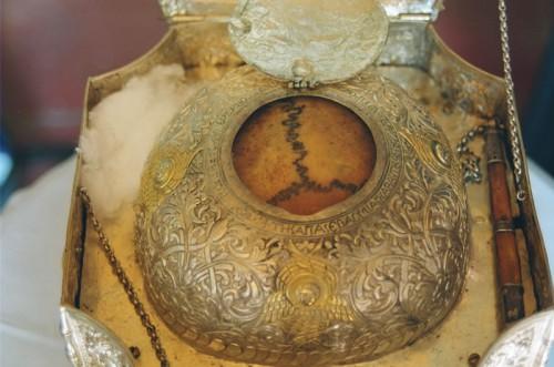 Detalle del cráneo del Santo.