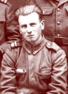 Detalle de Traian Dorz en uniforme militar.