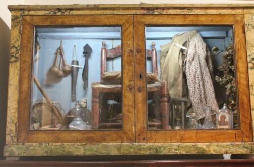 Utensilios utilizados por la santa, que se encuentran en su santuario de Nápoles.