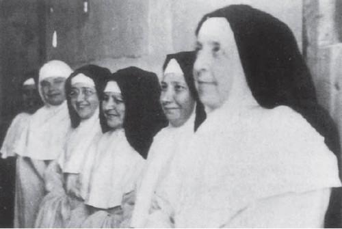 Fotografía de las fundadoras de Fons Salutis. De derecha a izquierda, la primera es la Beata Micaela y la tercera, la Beata Natividad.