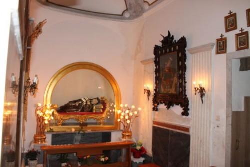 Escultura que contiene las reliquias de la santa. Santuario en Nápoles.