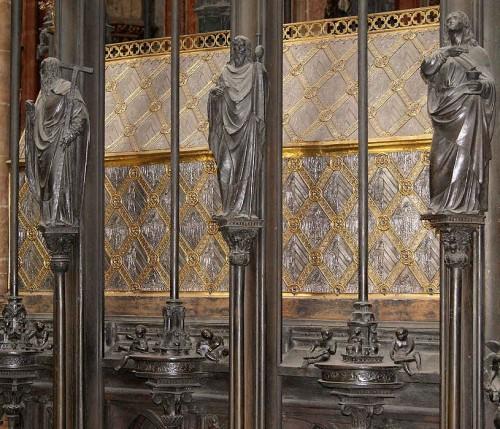 Detalle del sepulcro del Santo en su iglesia de Nuremberg, Alemania.