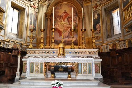 Sepulcro del Santo bajo el altar mayor. Iglesia de San Marcelo al Corso, Roma (Italia).