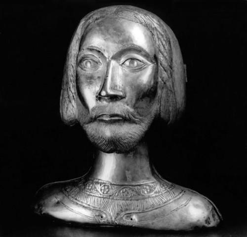 Relicario del cráneo del Santo en Matera, Italia.