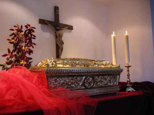 Reliquias de los Santos. Iglesia franciscana en  Kamnik, Eslovenia.