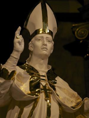 Escultura del santo. Oratorio de San Wilfrido, Londres (Reino Unido).