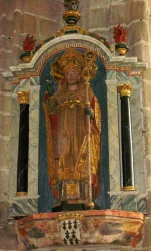 Escultura del santo en Locronán (Francia).