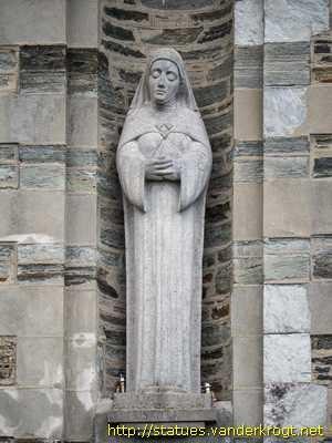 Escultura de la Santa, obra de Seamus Murphy. Bantry, Cork,  Irlanda.