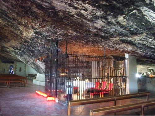 Interior del Santuario de la Balma, Castellón (España).