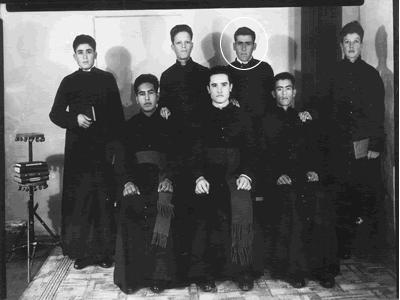 El Santo con sus compañeros seminaristas.