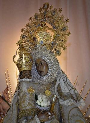 Detalle del busto de laVirgen de las Virtudes, Villena, Alacant (España).