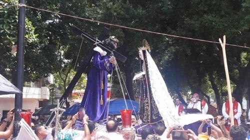 La Virgen de la Soledad y Jesus Nazareno en la Procesión del Vía Crucis.